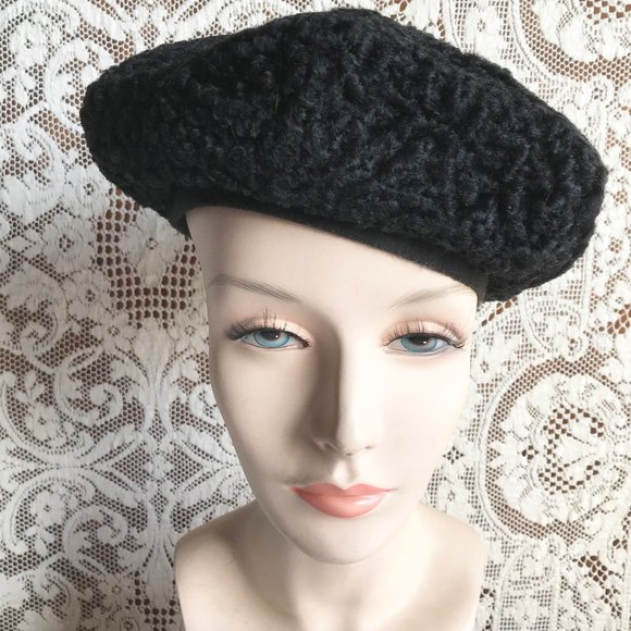 Vintage beret in black persian sheep